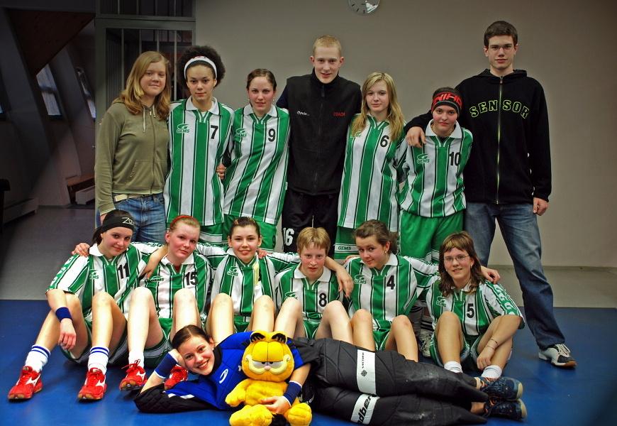Tým žákyň na konci vítězné sezóny 07/08